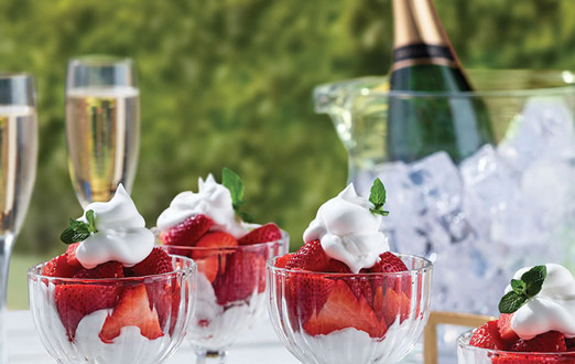 wimbledon champagne and strawberries